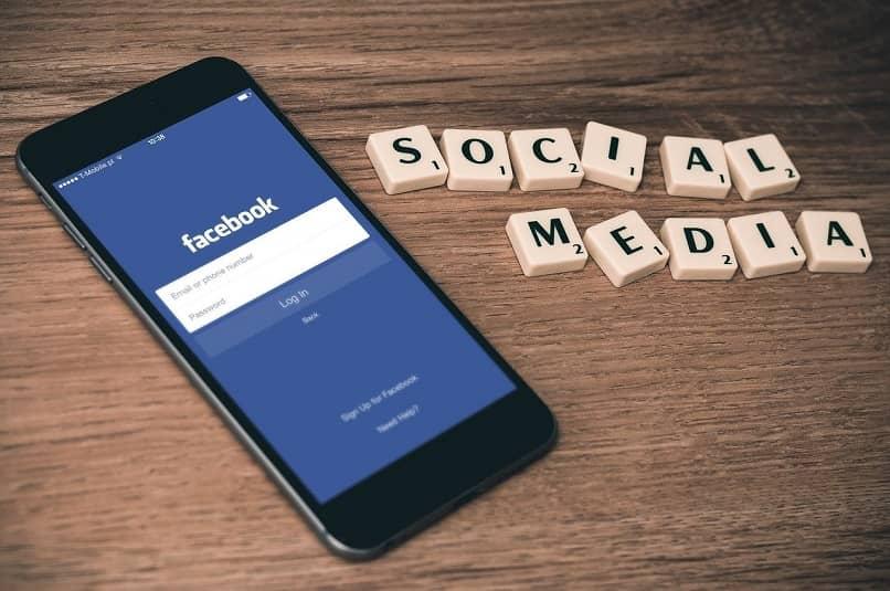 Aplicación de Facebook en el teléfono