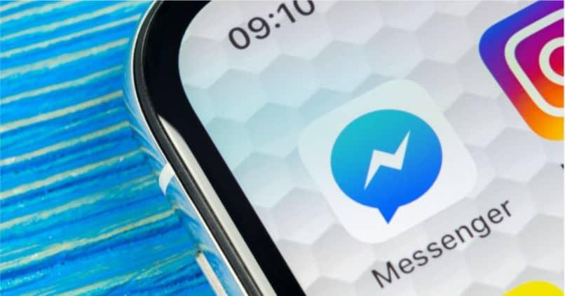 mensajero de teléfono móvil instagram fondo azul
