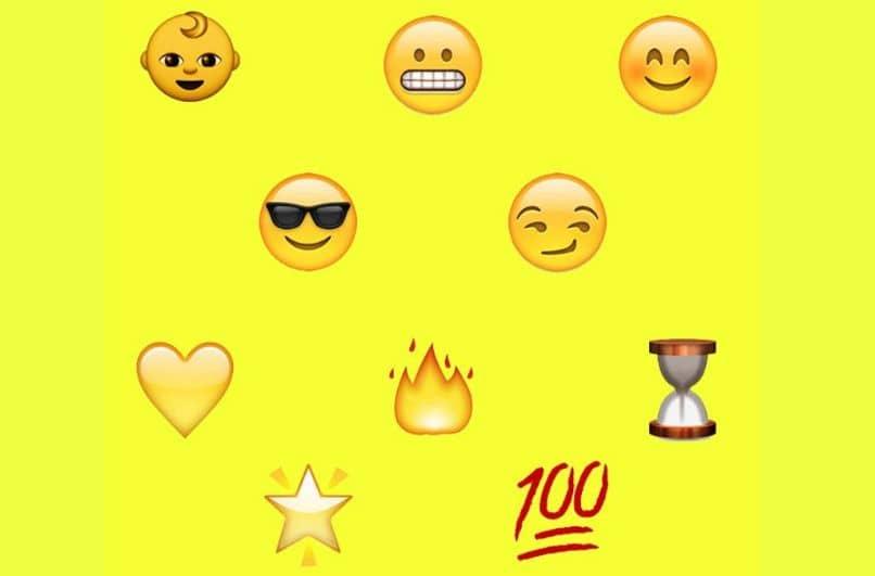 emoji niño sonrisa gafas corazones fuego reloj de arena 100 rubor