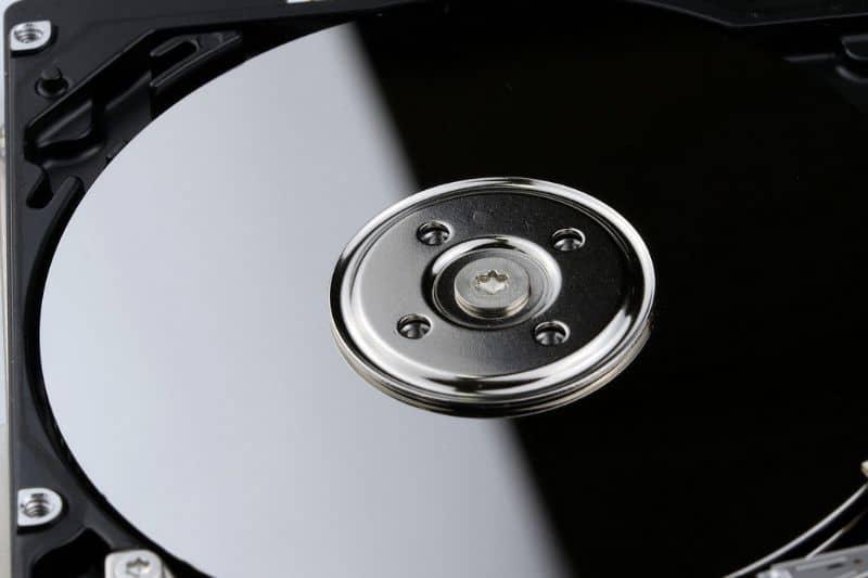 ¿Cuánto ocupa el disco duro?
