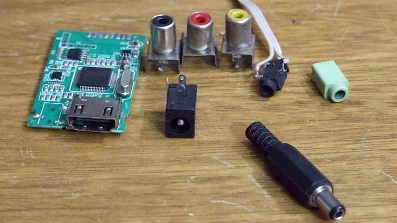 instalar cable HDMI