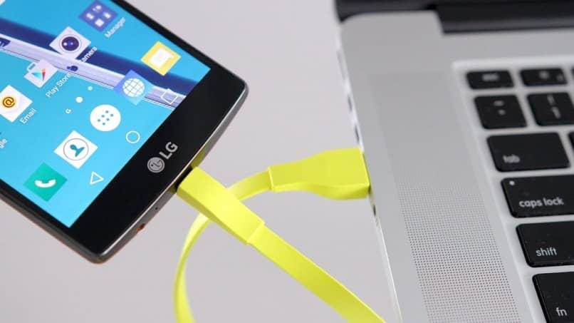 extraer datos de un teléfono móvil dañado