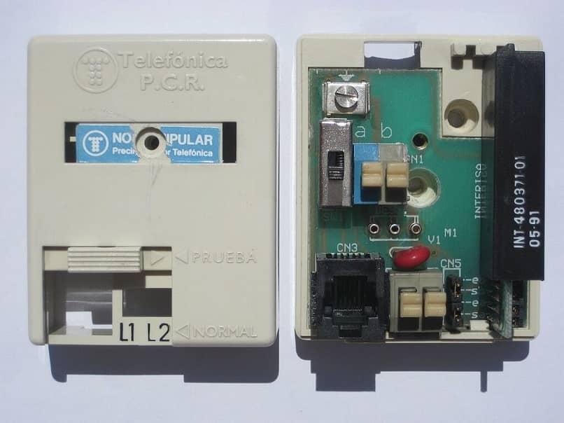 roseta abierta que muestra los circuitos internos