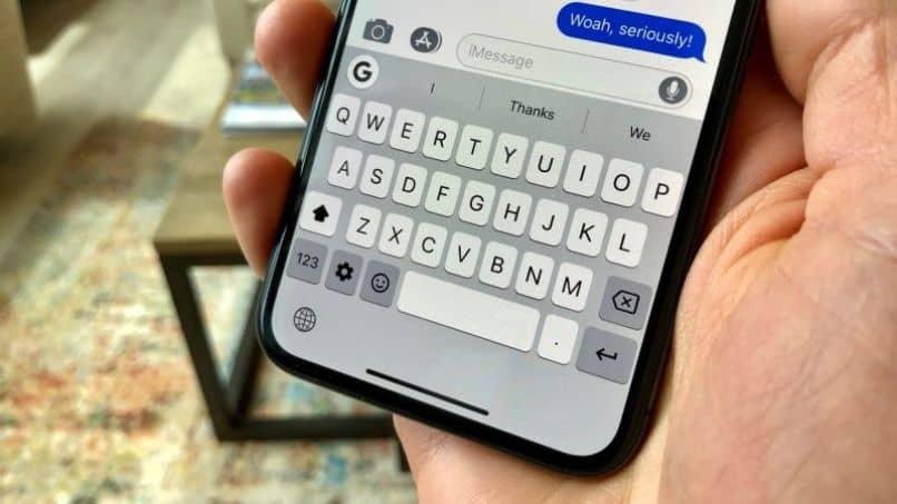 teclado del teléfono iphone