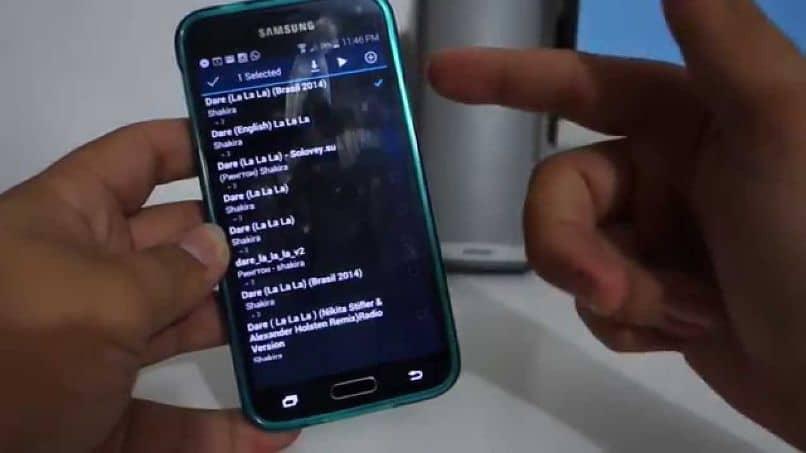 recibiendo música celular