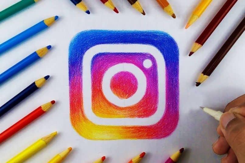 diseño de logotipo de instagram con lápices