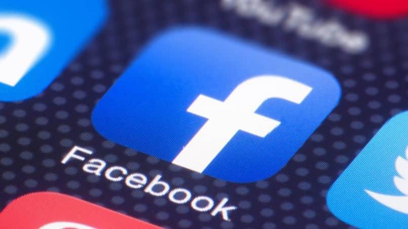 enviar mensajes de facebook desconocidos