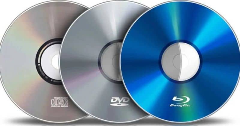 diferentes tipos de cd dvd y bluray con fondo blanco