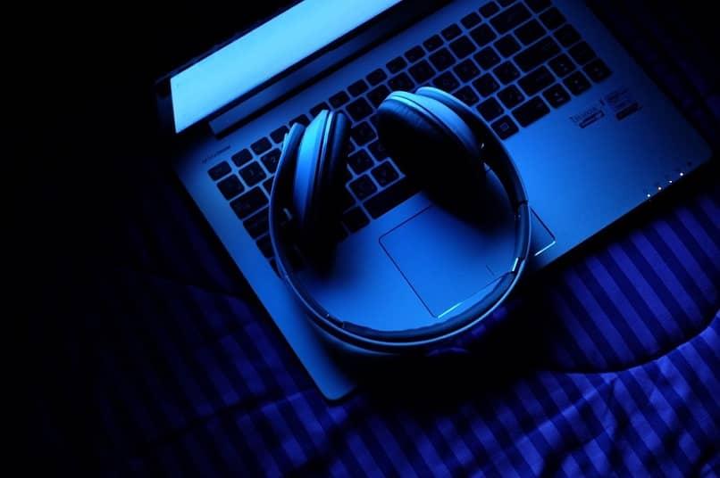 Auriculares supraaurales en azul