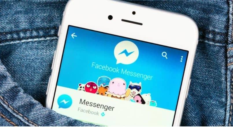 móvil dentro de la aplicación panatalon facebook messenger