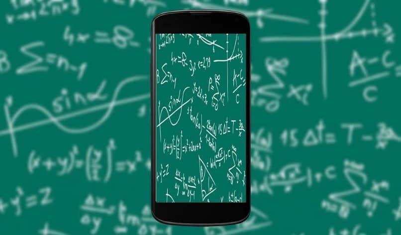 Resolver problemas matemáticos escritos usando la aplicación Photomath.