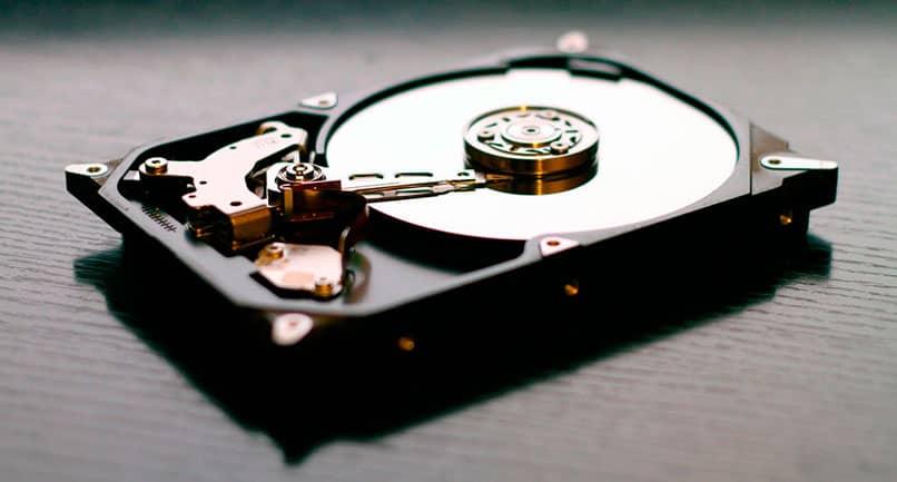 apariencia de un disco duro magnético