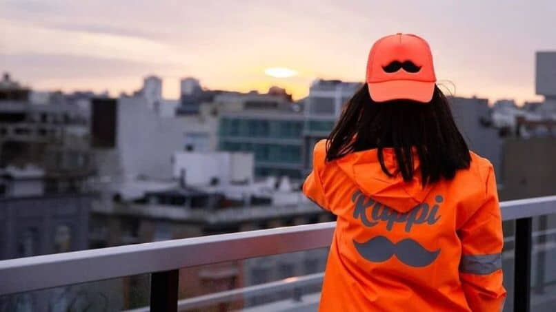 chaqueta rappi naranja