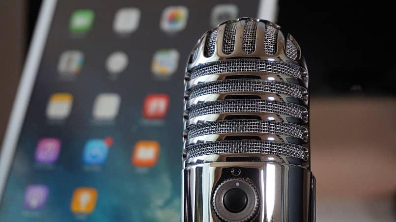 conectar un micrófono externo