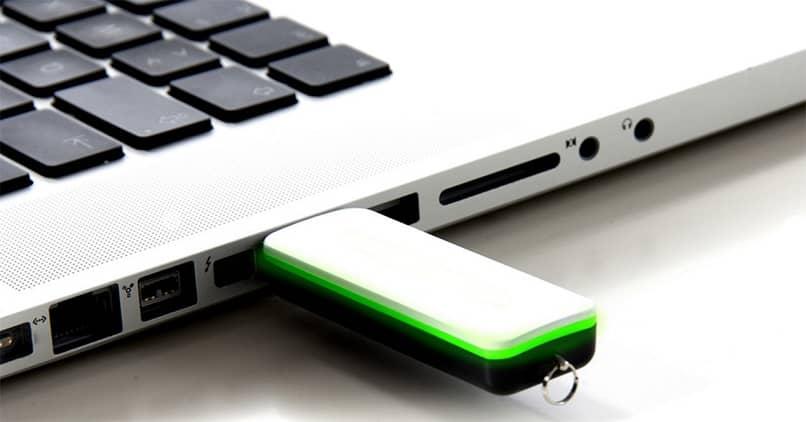 partición usb en la computadora portátil