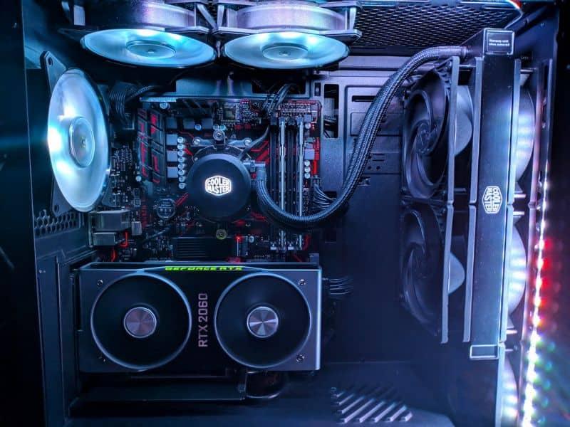 Computadora y tarjeta de video