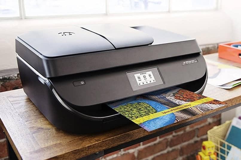 impresora en la mesa