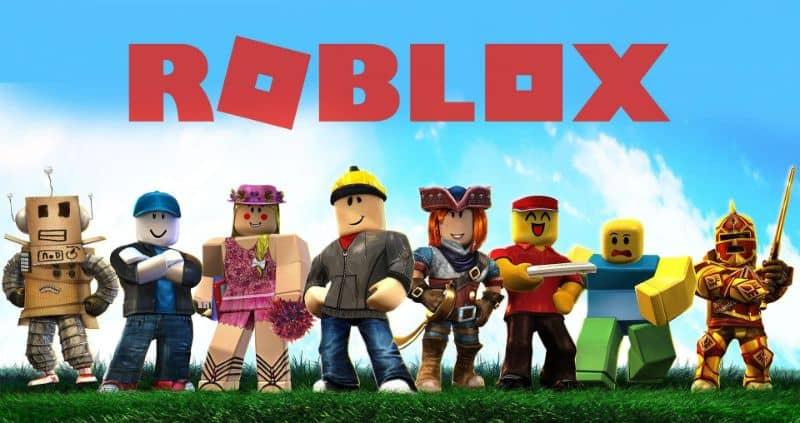 logo de roblox y diferentes personajes.