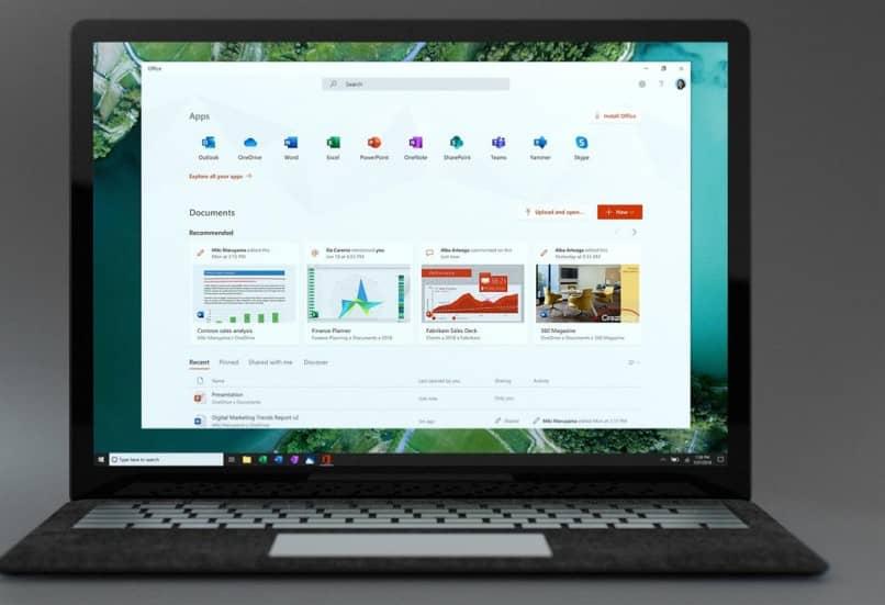 Escritorio con Windows 10 en una computadora portátil