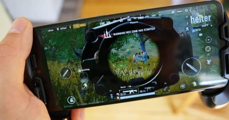 móvil con fondo de videojuego claro