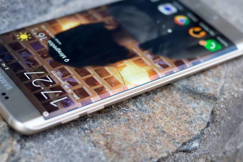 bloquear la pantalla del móvil con toques
