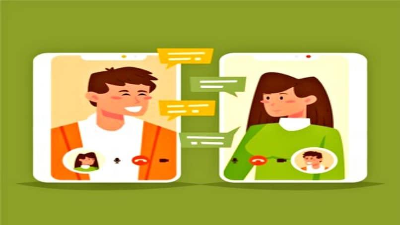 jóvenes chatean mediante videollamada