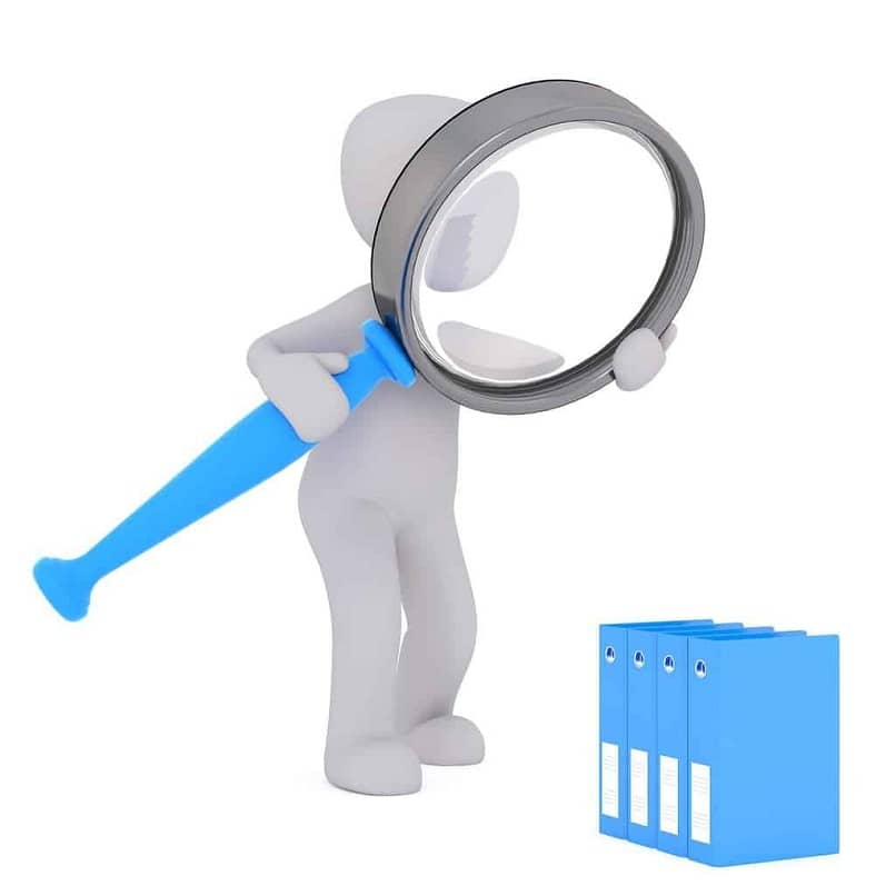silueta de un hombre con una lupa mirando pkg archivos de windows
