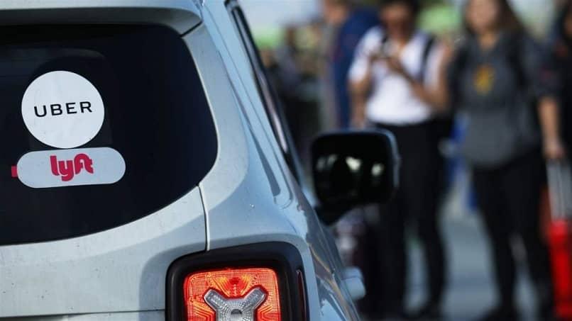 logotipos de etiqueta uber lyft ventana coche