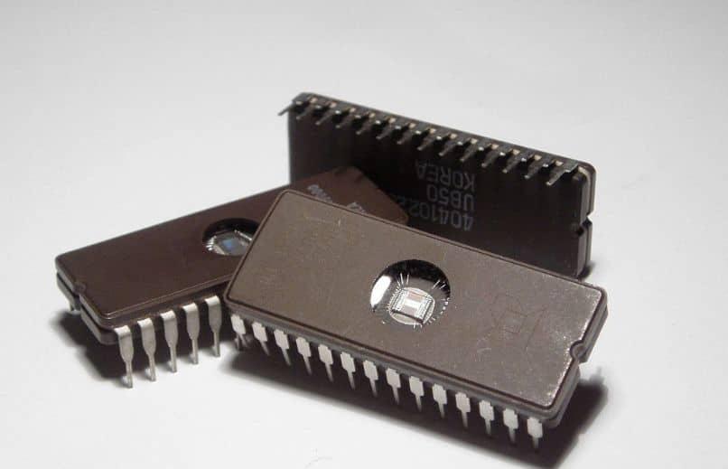 circuito integrado fondo gris