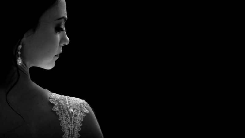 imagen de mujer en blanco y negro