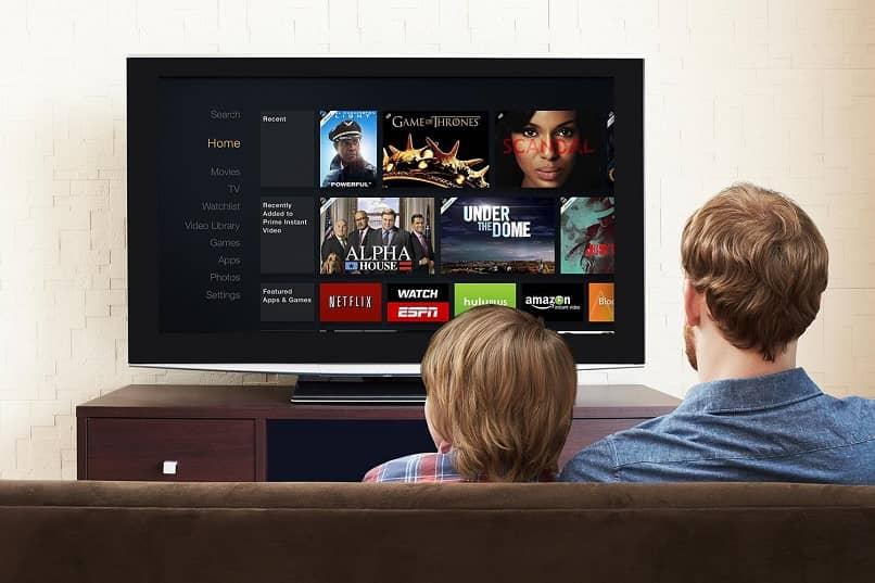 Padre e hijo, mirar tele