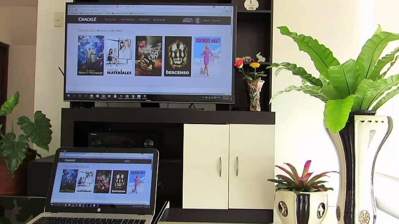 Samsung Smart TV y computadora portátil