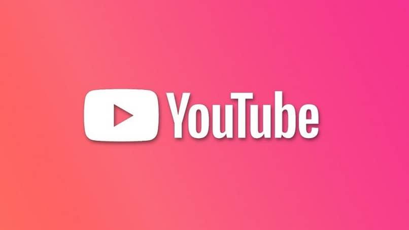letras blancas sobre fondo rosa de youtube