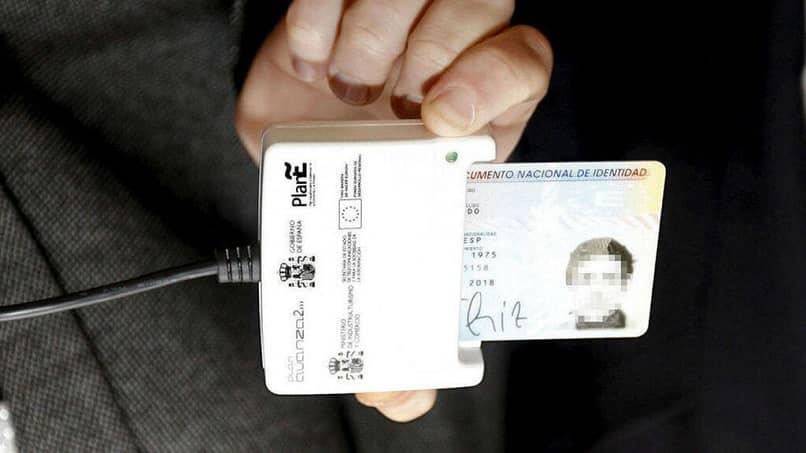 escanear la identificación electrónica