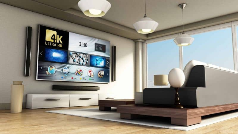 Smart TV colgado en la pared