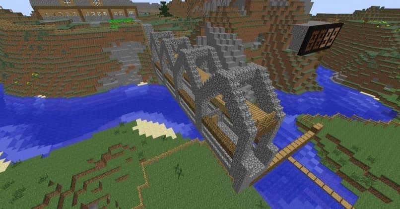 Puente de piedra y madera en Minecraft sobre un río